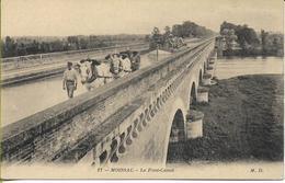 MOISSAC  Le Pont-Canal (bel Attelage De Remorque D'une Péniche Chargée De Tonneaux De Vin) - Moissac