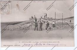 Belle CPA Animée SOULAC SUR MER (33) - Les Huttes - Les Travaux De Défense Contre La Mer - Soulac-sur-Mer