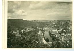 Bouillon Le Château Et La Semois Impression Brillante Sur Carton Vernis Vers 1930 24,4 X 17,5 Cm - Reproductions
