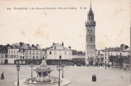EVREUX - La Place De L'Hôtel De Ville Et Le Beffrois - Fontaine - Animé - Evreux