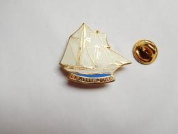 Superbe Pin's En EGF , Marine Bateau Voilier , La Belle Poule , Goélette à Hunier - Bateaux