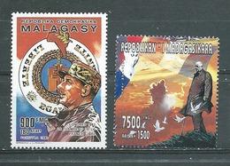 MADAGASCAR   Yvert   N° 588 ** Et 1458 Neuf Sans Gomme - De Gaulle (Général)