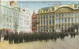 CPA Allemande WW I , Prussiens à Bruxelles , Grande Place . BELGIQUE 1916 . - Guerra 1914-18
