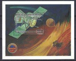 Madagascar Yv BF 32  Vol Cosmique International ** Mnh - Madagascar (1960-...)