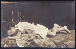 CPA Montée JOLIE JEUNE FILLE COUCHEE - RPH Nr. S.723 - 6657 - REAL PHOTO POSTCARD BEAUTIFULL YOUNG GIRL - Portraits
