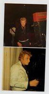 2 PHOTOS - JOHNNY HALLYDAY - CONCENTRATION AVANT LE CONCERT + RETOUR DE LA SCENE - Célébrités