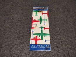ANTIQUE MATCHBOX MATCHES LABEL ADVERTISING ALITALIA AIRLINES ITALY - Luciferdoosjes