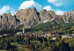 1 AK Italien Italy * Blick Auf Cortina D'Ampezzo - Luftbildaufnahme - Region Venetien - Italia