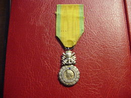 """Médaille République Française : """"Valeur Et Discipline"""" - 1870 - Medaglie"""