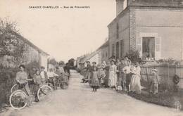 CPA:GRANDES CHAPELLES (10) PERSONNES À VÉLO RUE DE PREMIERFAIT - Autres Communes