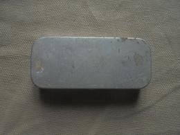 Ancienne Petite Boite En Aluminium Pour Produit De Laboratoire - Matériel Médical & Dentaire