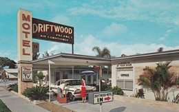 ST PETERSBURG , Florida , 1965 ; Driftwood Motel - St Petersburg