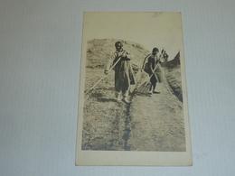 Deux Femmes Cantonniers Carte Postale De Chine Non Situé (2) - CHINA CHINE ASIE (AC) - Chine