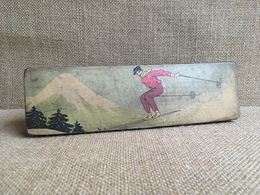 Ancien Lot Pour Bureau.  Plumier  En Papier Maché. Théme Ski . Sports D'hivers - Autres Collections