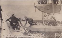 Alte Ansichtskarte Deutsches Wasserflugzeug übernimmt Von Einem U-Boot Erbeutete Papiere - Krieg