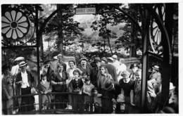 D-18-3758 : VICHY.  CARTE-PHOTO. GROUPE A LA SOURCE LOUISE. - Vichy