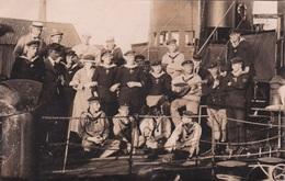 Alte Ansichtskarte Von Der Besatzung Eine Minensuchbootes In Nyköping - Guerre