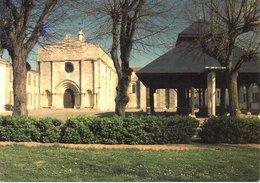 SAINT GEORGES D'OLERON : Façade Romane De L'église Et Halles - France