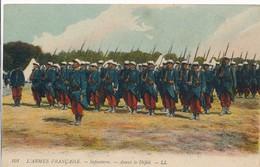 CPA - Thèmes - Militaria - Régiments - L'Armée Française - Infanterie - Avant Le Défilé - Régiments
