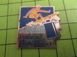 915c Pin's Pins / Beau Et Rare / THEME PHOTOGRAPHIE : POLAROID HIGH DEFINITION SURF SURFEUR - Photography