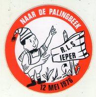 AUTOCOLLANT . STICKER . NAAR DE PALINGBEEK . R.L.S. . IEPER . 12 MEI  1976 ..  Itinéraire De Randonnée Pédestre - Stickers