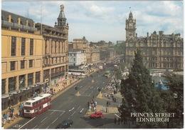 Edinburgh: DOUBLE DECK BUS, VAUXHALL ASTRA ESTATE, FORD FIËSTA MK2 - Princes Street - Toerisme