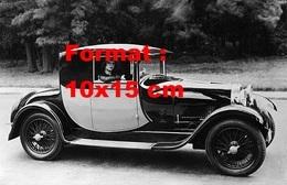 Reproduction D'une Photographie Ancienne D'un Dame Au Volant D'une Belle Bugatti En 1929 - Reproductions