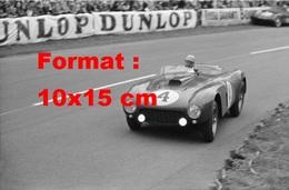 Reproduction D'une Photographie Ancienne D'une Ferrari 375 N°4 Aux 24 Heures Du Mans De 1954 - Reproductions