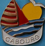 HH...85...........ECUSSON.........CABOURG.......département Du Calvados, Région Normandie    Grand Pin's ! - Villes