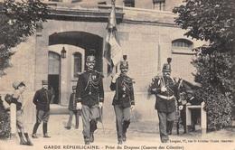 75 - Paris - Garde Républicaine - Prise Du Drapeau - Plan N°4 - France