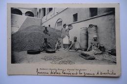 CPA AFRIQUE GAMBIE BATHURST. Femmes Tamisant Les Graines D Arachide. Ground Nut Sorters.08/12/1911. - Gambie