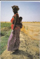 AN67 Ethnic - African Lady Carrying Her Child On Her Back - Africa