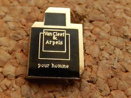Pin's -  VAN CLEEF & ARPELS Pour HOMME - Perfume