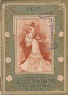 Calendrier Parfumé GELLE Frères - Paris - 1905. Cachet Du Coiffeur Brunet Du Merlerault (Orne) - Kalenders