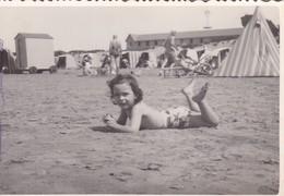 NIÑO GARÇON BOY MENINO PLAYA BEACH PLAGE. VINTAGE POSTCARD. CIRCA 1940s UNCIRCULATED-BLEUP - Fotografie