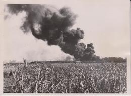 SCHLACHTFLIEGER VERNICHTETEN FEINDLICHEN OLZUG  DER SOWJETS     FOTO DE PRESSE - Guerra, Militares