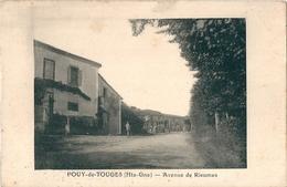 POUY-de-TOUGES  ( 31 )   Avenue De RIEUMES .  ( Assez Rare Parait-il  ? ) - Francia