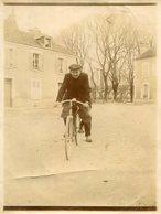 PHoto D'un Cycliste Sur Une Place Semble Montargis Ou Bourré Montrichard Val De Cher  Identifier - Places