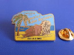 Pin's Camping Domaine Des Naïades - Golfe De St Saint Tropez - Femme Nue Plage (UB21) - Pin-ups