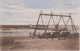 CPA Lettonie - Rigaer Strand (avec Balançoires Au Premier Plan) - Lettonie