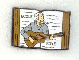 Rare Pin's Georges Brassens Ecole De Roye (80) - Celebrities