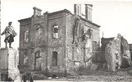Une Photographie Originale De L'Hôtel De Ville De Montebourg Manche - De 1945 - Guerra, Militares