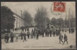 CPA - SAINTES - Sortie Des Ateliers Du Chemin De Fer - Edition C.C.C.C - Saintes