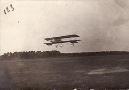Photo Avril 1915 ROMORANTIN - Départ Du Brigadier Richard Kerken Sur Un Avion Voisin 10 (N° 266), Aviation (A202, Ww1) - Romorantin