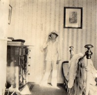 Photo Originale De Ethel WALMESLEY,  Photo Prise Dans Sa Chambre...   (1915)  TORQUAY ??? - Identified Persons