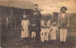 Belgisch Congo Kimpangu Een Hoofdman Katechist Met Vrouw En Kinderen   I 4444 - Congo Belge - Autres