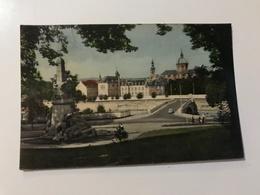 Carte Postale Ancienne (1956) Namur Le Monument Aux Morts De La Guerre Et La Cathédrale - Namur