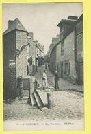 * Avranches (Dép 50 - Manche - France) * (ND Phot, Nr 56) La Rue Pendante, Chocolat Menier, Animée, TOP, Unique - Avranches