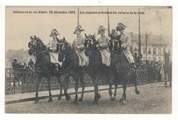 Avènement Du Roi Albert, 23 Décembre 1909.  Les Piqueurs Précédant Les Voitures De La Reine. - Manifestations