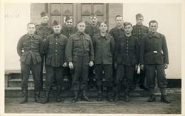 Stalag XC ( Nienburg / Weser ) - Carte Photo Avec Prisionniers Français Et Belges ( Voir Verso ) - Oorlog 1939-45